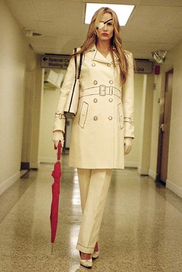 Dù là độc nhãn nhưng Elle Driver trong Kill Bill vẫn tỏ ra sắc nét trong bộ trang phục y tá màu trắng ngà và mái tóc vàng đẹp hoàn hảo.