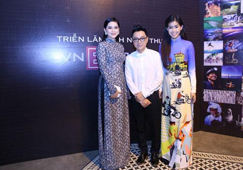 Doanh nhân Thủy Tiên (trái) cùng con gái ủng hộ buổi đấu giá từ thiện của nhà thiết kế Nguyễn Công Trí (giữa).