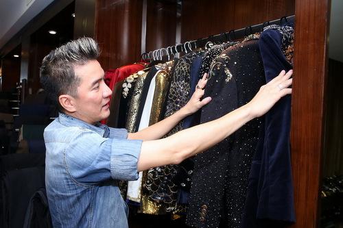 Đàm Vĩnh Hưng tiếp tục khoe tủ quần áo
