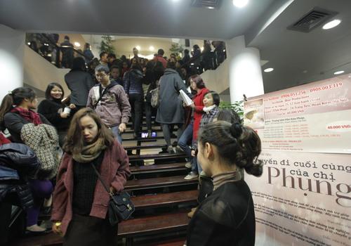 Khán giả thủ đô xếp hàng xem 'Chuyến đi cuối cùng của chị Phụng'