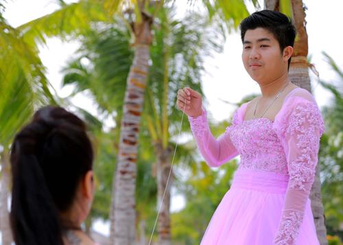 Kết hợp song song với việc chụp những bộ ảnh cưới Nhật Kim Anh cùng êkip cùa mình đã thực hiện một Mv để tặng cho ông xã trong ngày cưới với những bối cảnh và thực hiện khá công phu