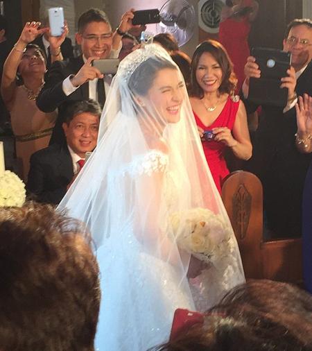 'Mỹ nhân đẹp nhất Philippines' rạng ngời trong ngày cưới