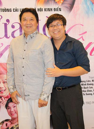 Nghệ sĩ Ưu tú Bảo Quốc (trái) vừa là diễn viên vừa là cố vấn nghệ thuật của vở diễn.