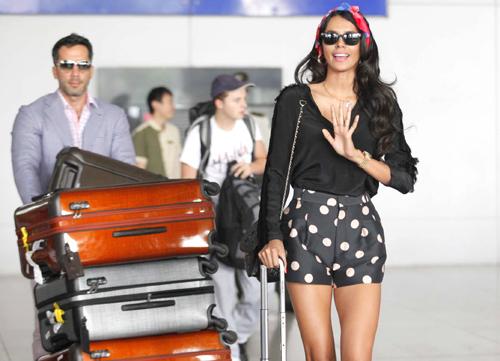 Hoa hậu Thế giới 2011 cùng bạn trai đến Việt Nam