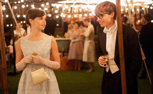 """Phim tiểu sử """"The Theory of Everything"""" hứa hẹn giành giải diễn xuất cho hai diễn viên Felicity Jones và Eddie Redmayne."""