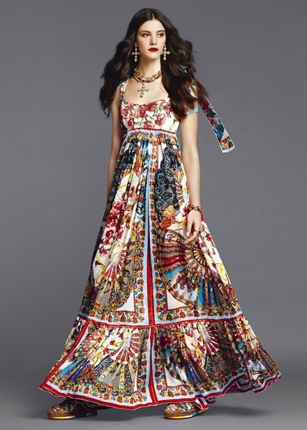 Váy áo họa tiết quạt giấy rực rỡ của Dolce & Gabbana