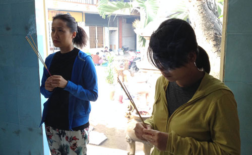 Hồng Ánh (trái) và đạo diễn Nguyễn Thị Thắm