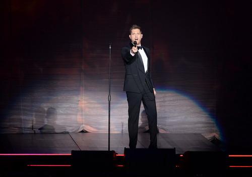 Michael Bublé lịch lãm trên sân khấu tại Bangkok, Thái Lan tối 24/1. Ảnh: BEC-Tero.