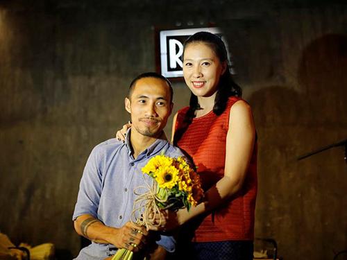 Vợ của Phạm Anh Khoa luôn âm thầm dõi theo anh từng bước trong các hoạt động âm nhạc gần đây.