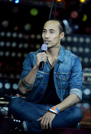 Nam ca sĩ gốc Cam Ranh thừa nhận mình là người sống bản năng, vì bản thân nên khó tránh những lúc trở nên ích kỷ với mọi người xung quanh.