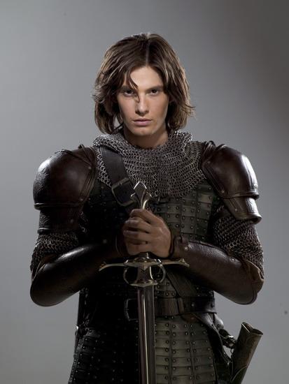 Ben Barnes với tạo hình hoàng tử Caspian trong loạt phim bom tấn