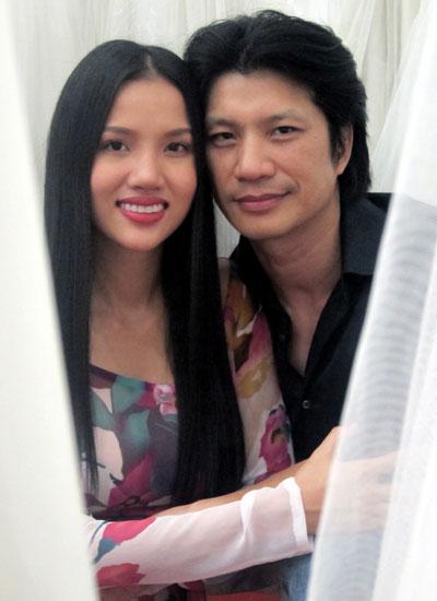 Khoảnh khắc đời thường của Dustin Nguyễn và Bebe Phạm.