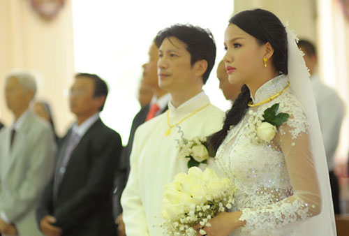 Ngày 21/1, lễ cưới của Dustin Nguyễn và Bebe Phạm diễn ra tại Nhà thờ Chợ Quán, TP HCM