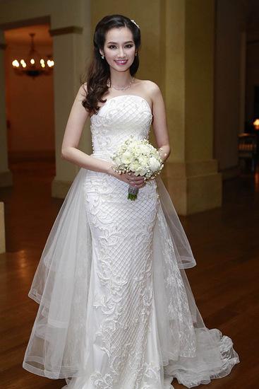 Cô dâu xinh đẹp trong ngày vui.