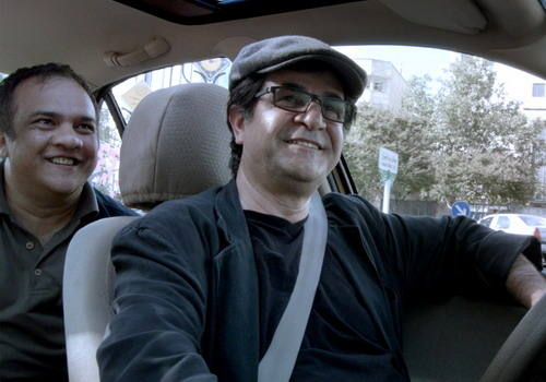 Đạo diễn Jafar Panahi vào vai người lái xe taxi.