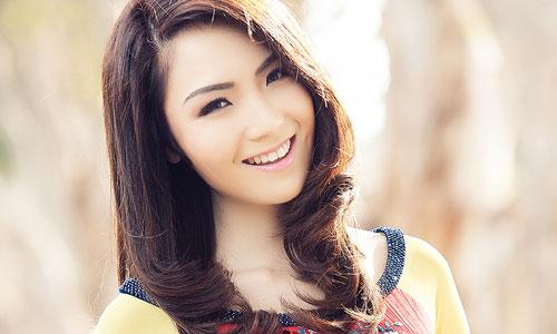 Hoa hậu Jennifer Chung duyên dáng áo dài đón Tết