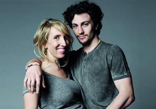 Đạo diễn Sam Taylor-Johnson bên người chồng kém mình 18 tuổi là tài tử Aaron Taylor-Johnson.