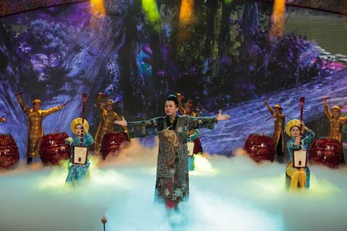 Tùng Dương mở màn chương trình Táo quân 2015.