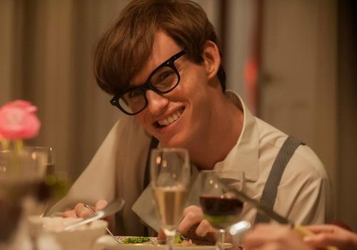 """Eddie Redmayne với tạo hình nhân vật Stephen Hawking trong phim """"The Theory of Everything""""."""