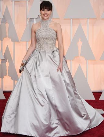 Felicity Jones trong váy Alexander McQueen.