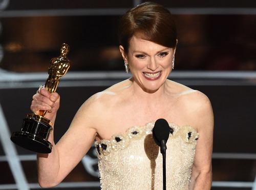 """Julianne Moore - """"Nữ diễn viên chính xuất sắc"""" của Oscar 2015."""