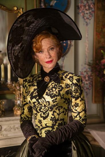 Minh tinh Cate Blanchett vào vai mẹ kế của Lọ Lem.