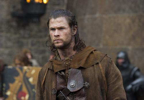 """""""The Huntsman"""" sẽ tập trung vào câu chuyện của chàng Thợ Săn do Chris Hemsworth thủ vai."""