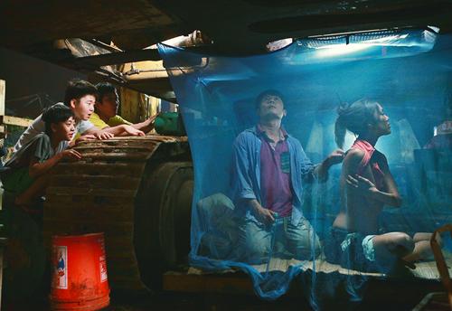 Lan Khuê cho biết, đây là bộ phim đầu tiên của cô, nhưng được đóng cùng với Bằng Kiều, Trường Giang, Kiều Minh Tuấn, cô cảm giác mọi người đều như những thành viên trong gia đình, hết sức hỗ trợ nhau để hoàn thành bộ phim nhanh nhất.