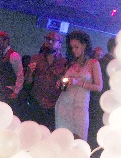 Leonardo DiCaprio và Rihanna trong bữa tiệc sinh nhật của nữ ca sĩ. Ảnh: