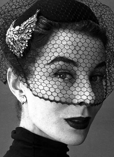 """Siêu mẫu quá cố từng làm """"nàng thơ"""" của nhà nhà thiết kế nổi tiếng."""