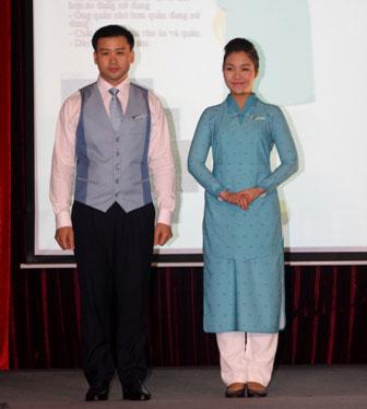 Minh Hạnh chia sẻ ý tưởng thiết kế đồng phục cho Vietnam Airlines