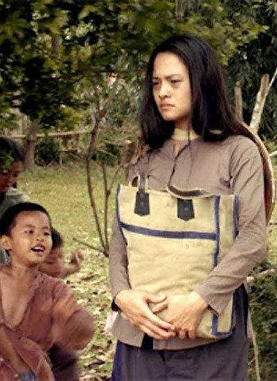 Diễn viên Thúy Hằng hóa thân vào cô gái quê tên Bưởi.