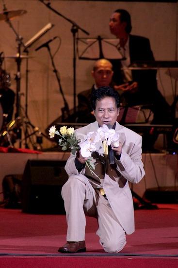 Chế Linh sẽ vắng mặt tại đám cưới của con trai Chế Phong và nữ nghệ sĩ Thanh Thanh Hiền tổ chức ở Hà Nội tối 14/3.