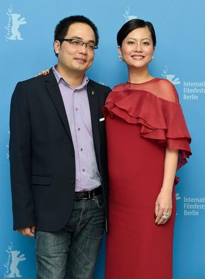 """Đạo diễn Phan Đăng Di và nhà sản xuất kiêm diễn viên Đỗ Thị Hải Yến tại buổi ra mắt phim """"Cha và con và..."""" tại LHP Berlin lần thứ 65 hồi tháng hai."""