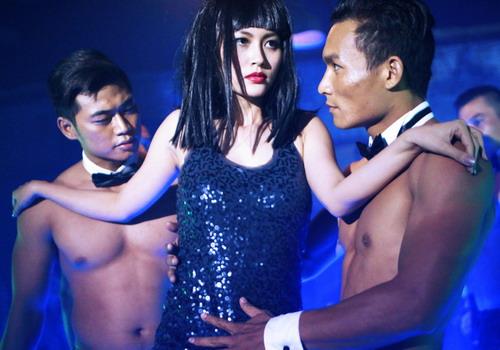 Một cảnh quay nóng bỏng của Đỗ Thị Hải Yến trong phim.