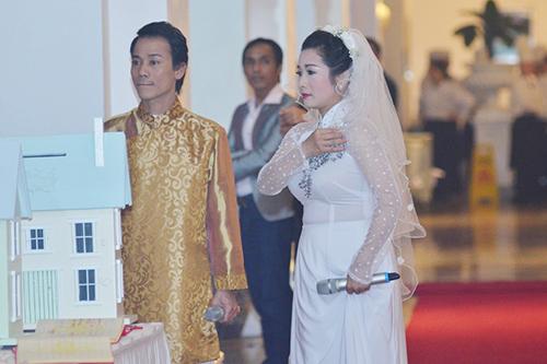 Hai con Thanh Thanh Hiền hát mừng ngày cưới của mẹ