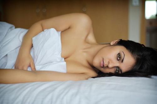 Người mẫu 26 tuổi kể rằng những ngày mới bước vào nghề, cô phải nhận không ít lời chê ác ý về cơ thể của mình. Ảnh: Mirror.