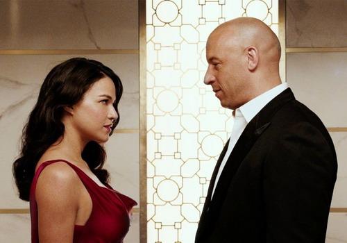 Michelle Rodriguez và Vin Diesel trong một cảnh phim.