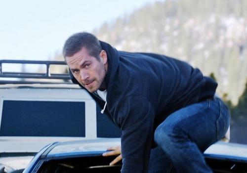"""Paul Walker trong một cảnh quay mạo hiểm của """"Furious 7""""."""