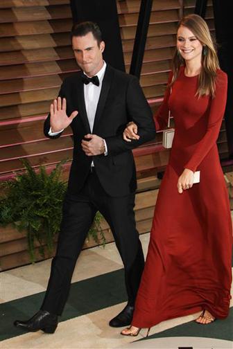 Adam Levine và Behati đẹp đôi tại bữa tiệc mừng Oscar 2014.