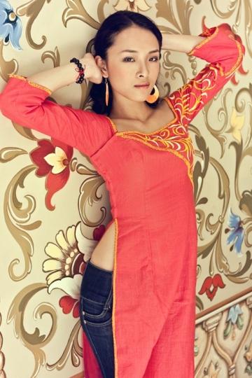 Từ 2010, Phương Nga đẩy mạnh các công việc liên quan đến nghệ thuật. Cuối tháng 6/2010, cô đảm nhậnvai trò MC cho vòng chung kết Hoa hậu người Việt 2010 khu vực SNG