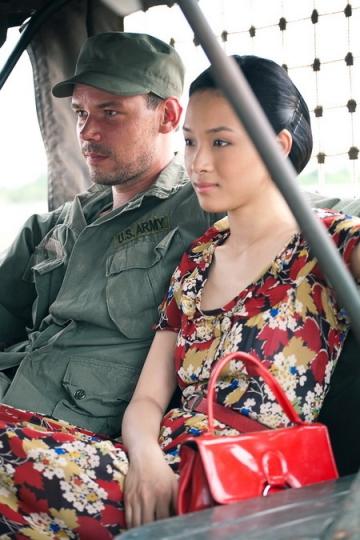 Phương Nga tiếp tục lấn sân sang lĩnh vực phim ảnhvới vai diễn đầu tay trong phim Người lính vào năm 2011.Hoa hậuđược mời vào vai Mai - một cô gái trẻ gan dạ, hết lònggiúp các chiến sĩ cách mạng. Trong phim, Mai cũng nảy sinh tình cảm vớianh lính người Nga Pavel.