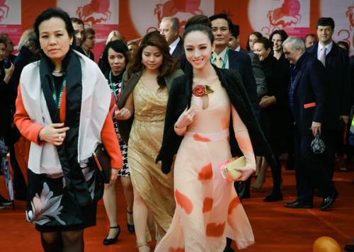Tháng 7/2014, côtham dự Tuần lễ điện ảnh Việt Nam tại Nga. Đây là hoạt động nằm trong khuôn khổ 'Những ngày văn hóa Việt Nam tại Nga'.