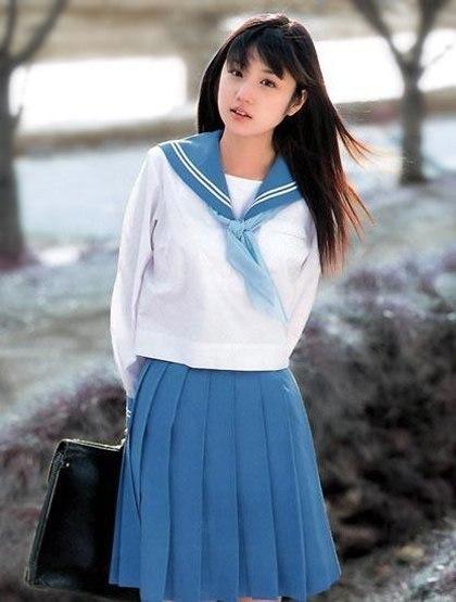 Mỹ nhân châu Á so vẻ trẻ trung khi vào vai nữ sinh