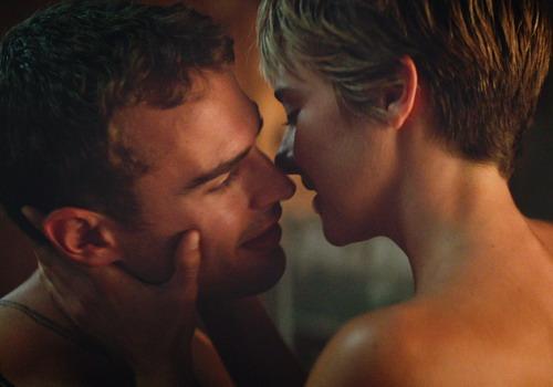 Cảnh quay tình cảm của hai diễn viên chính - Theo James và Shailene Woodley.