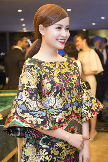 Hoa hậu Kỳ Duyên, Hoàng Thùy Linh trang điểm đẹp nhất tuần