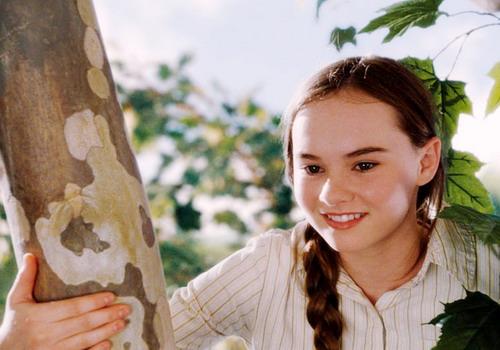 Nữ diễn viên chính Madeline Carroll.