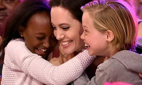 Angelina Jolie rạng ngời sau phẫu thuật cắt bỏ buồng trứng