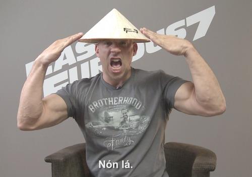 Vin Diesel, Jason Statham thích thú khi đội nón lá Việt Nam