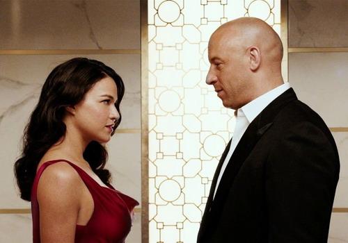 Michelle Rodriguez và Vin Diesel trong một cảnh phim thực hiện tại Abu Dhabi (Tiểu vương quốc Ả-rập).